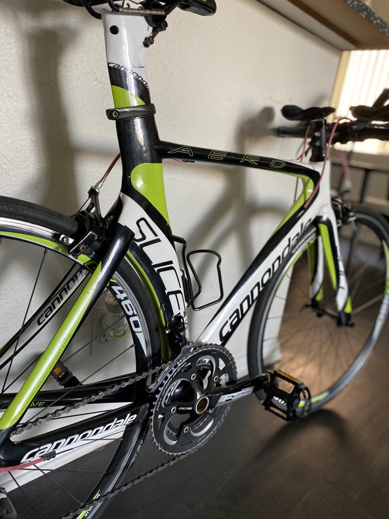 Bicycle Cannondale full carbon fiber