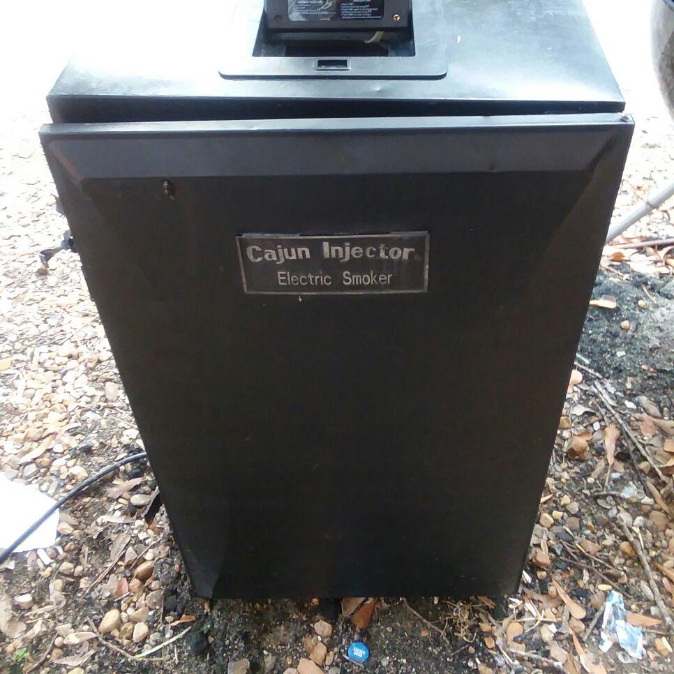 Cajun electric smoker used works great