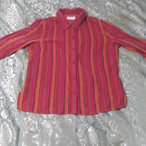 Ladies size 10 button down blouse