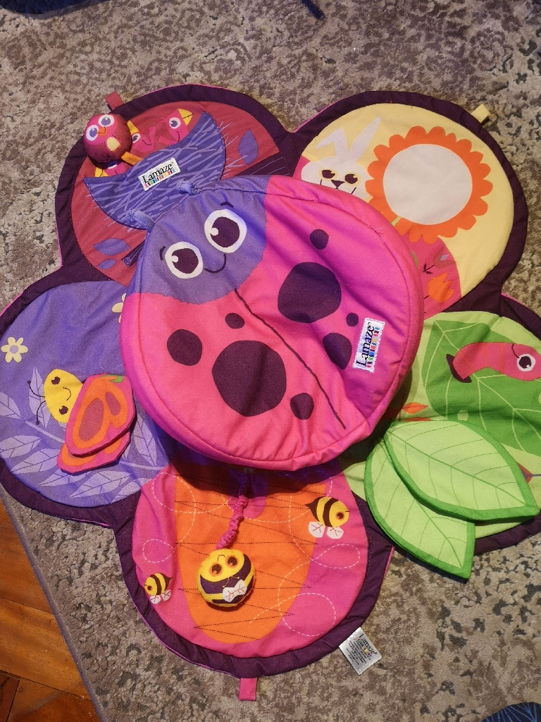 Play mat and tummy time
