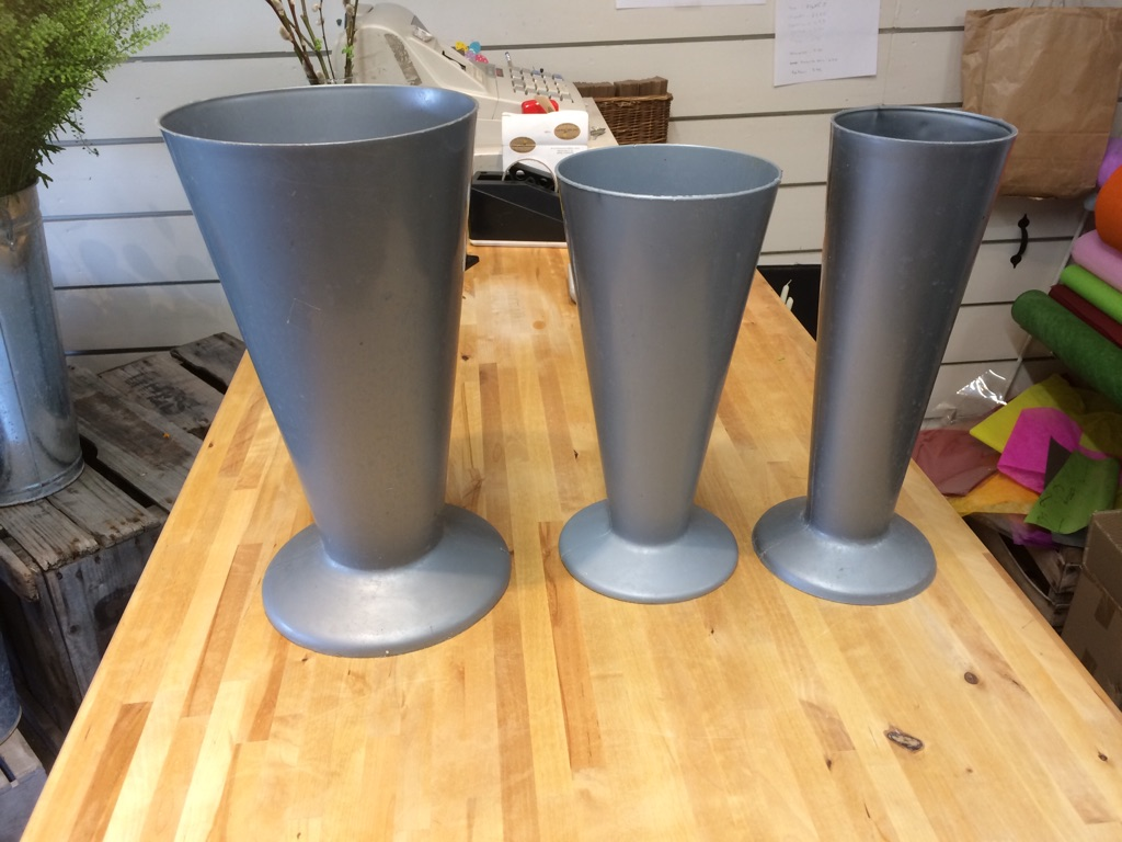 67 plastic silver florist vases