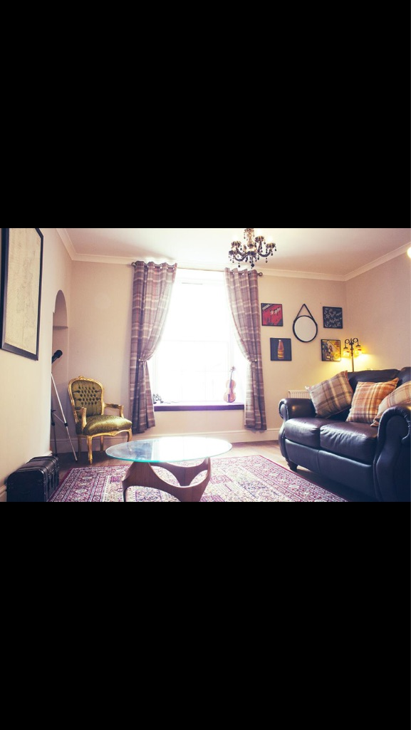 1 bed flat, sea views, superking sized bed. Anstruther