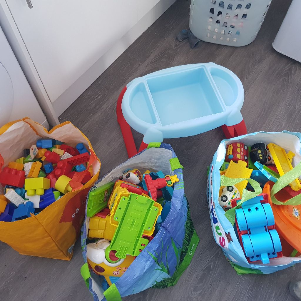 3x Bags Of Toys & Block Table