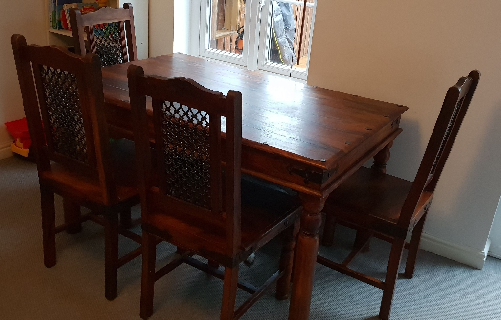 Table & 4 chars, coffee table and tv unit