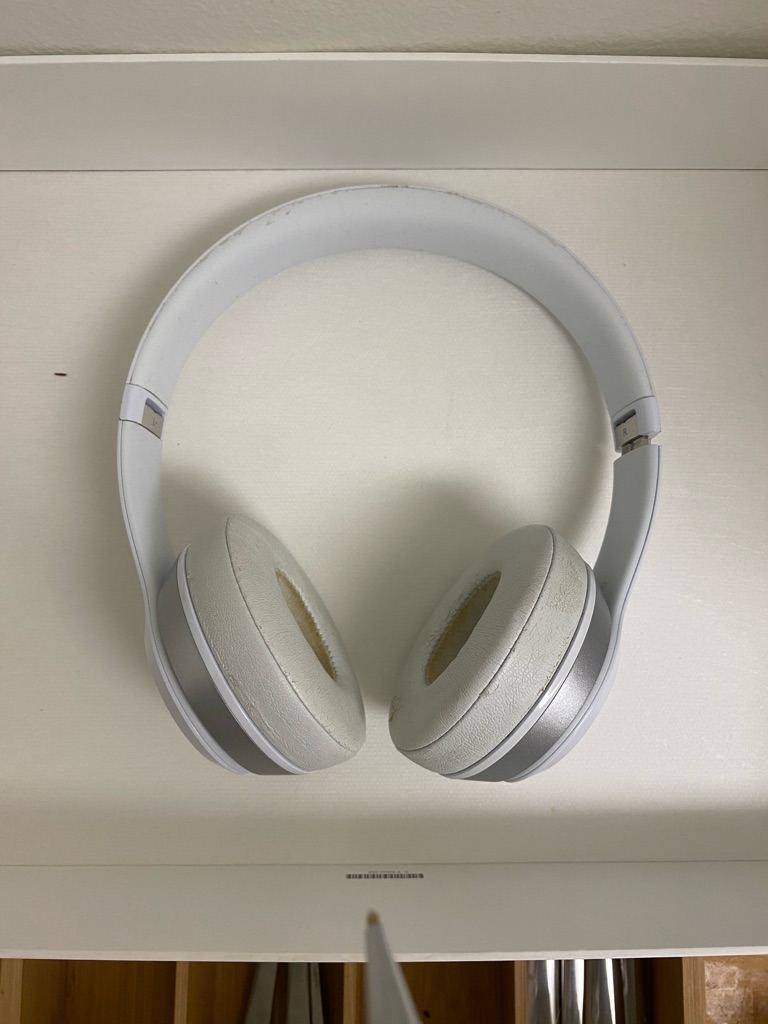 Beats Solo 3 Headphones in white