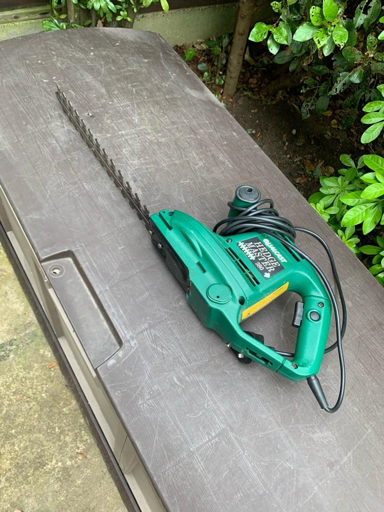 Cordless grass edge cutter