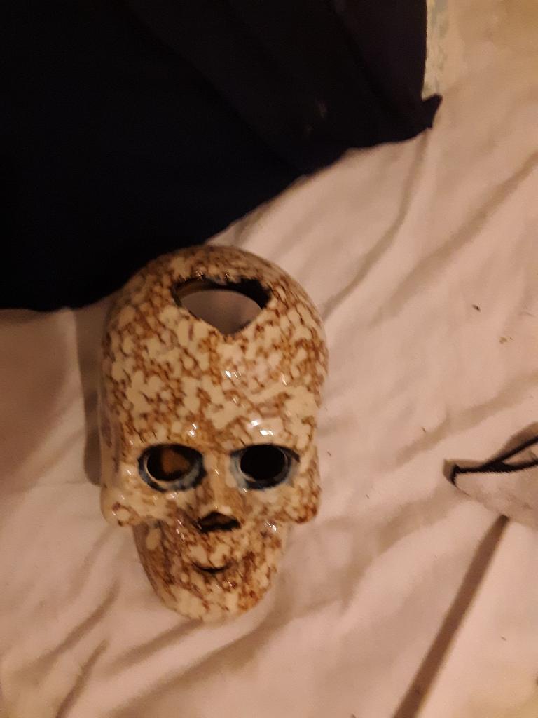 Seramic skull