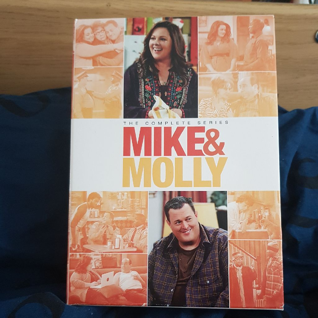 MIKE AND MOLLY DVD SET ( FOR USA ONLY )