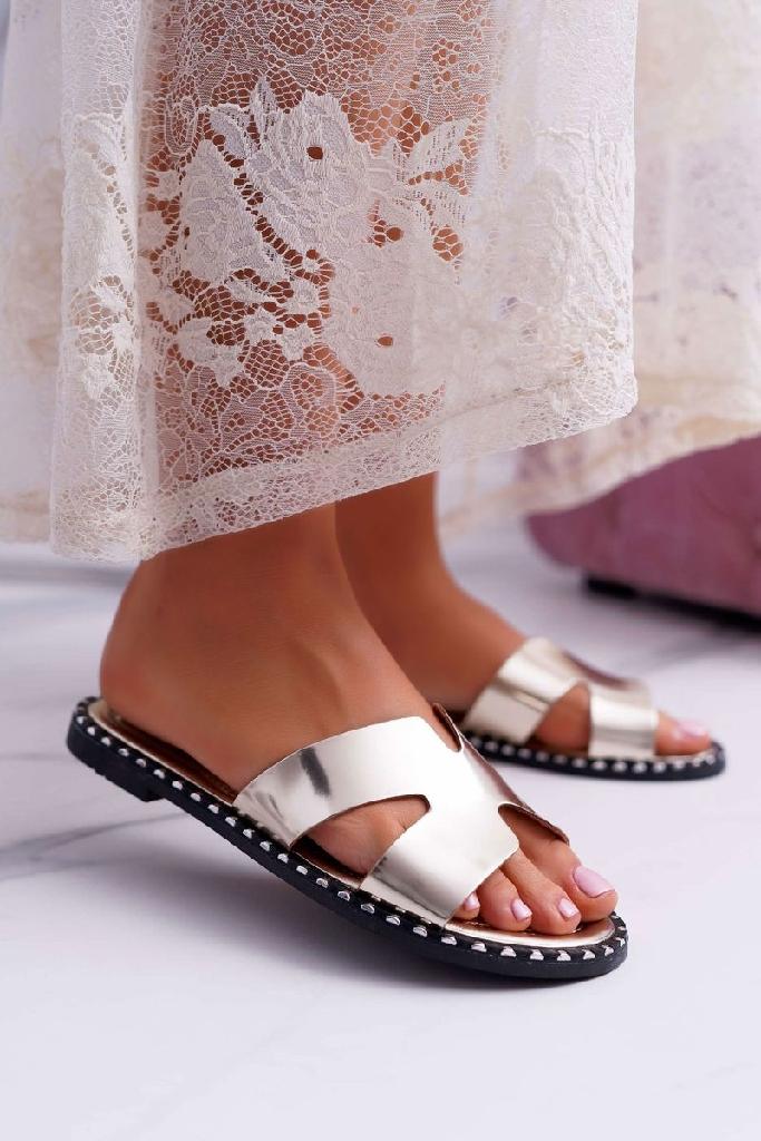 Flip flops gold