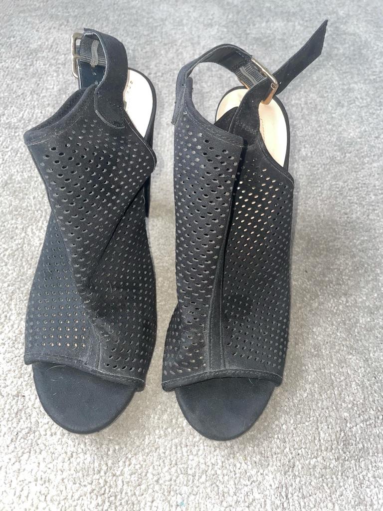 Size 6 black mesh open toe shoes