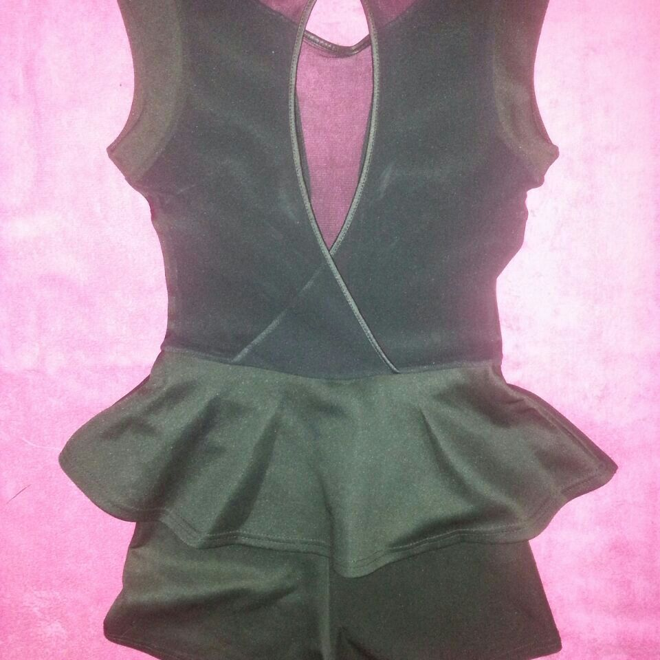 Size8/10 ALL-IN-ONE  backless black short suit