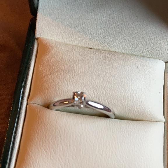 9k white gold engagement ring