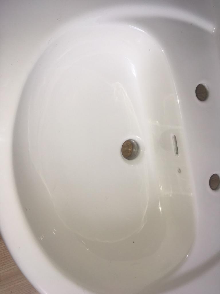 White sink/basin