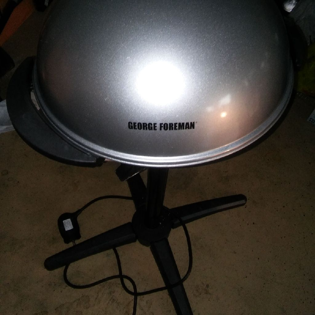 BRAND NEW GEORGE FORMAN GRILL