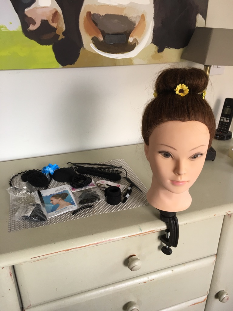 Hairdresser training head and accessories