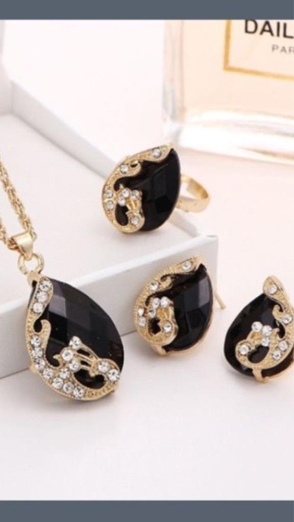 Fashion woman jewelry necklace set