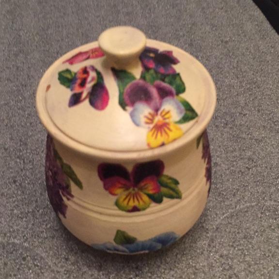 Vintage pansy pot
