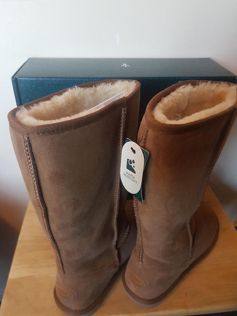 1cf576126b BRAND NEW EMU Australia Sheepskin Boots RRP £185!! UK Size 7 Stinger Hi ...