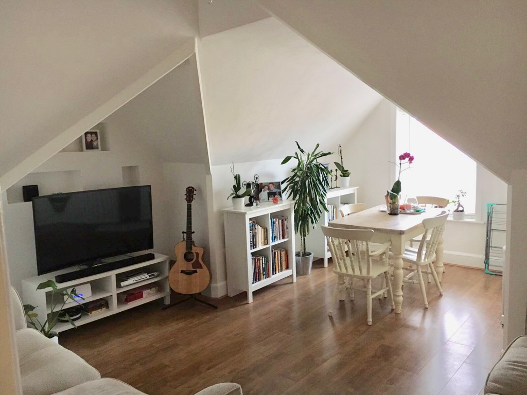 Double Furnished Room in 2 bedroom flat in Queens Park Gardens is available now!