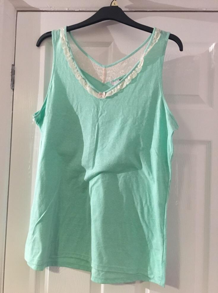 Ladies Vest Top Size 18 (postage available)