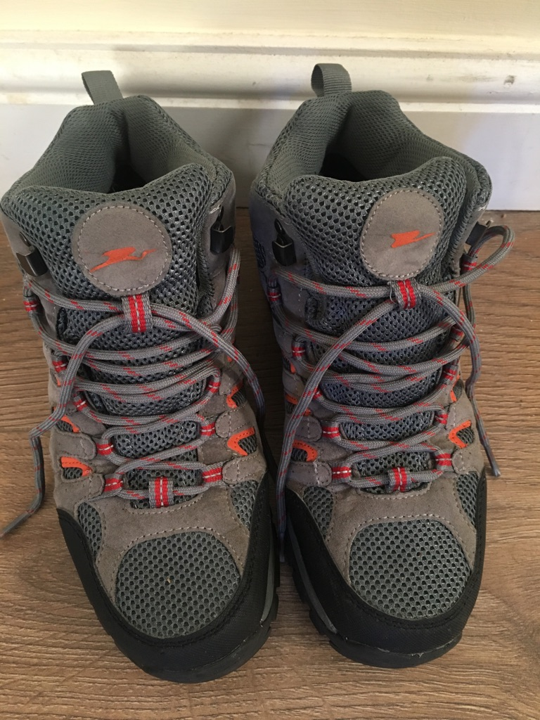 Man boots size 7