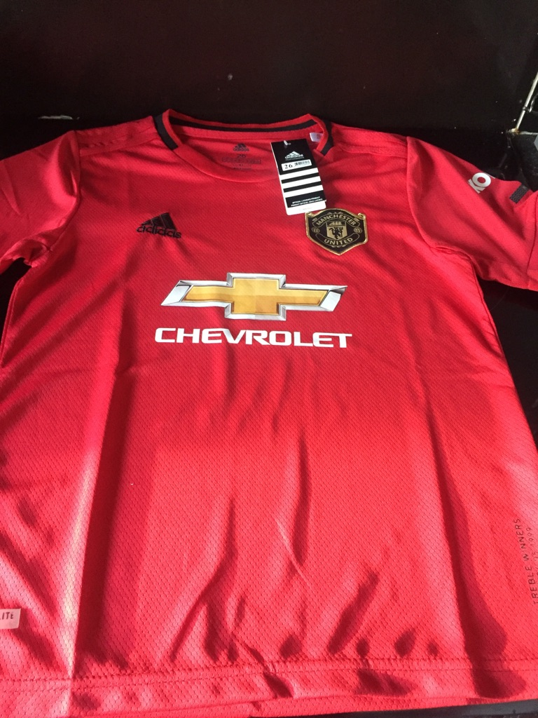 Brand new man united shorts and t shirt size 26 age 10/11