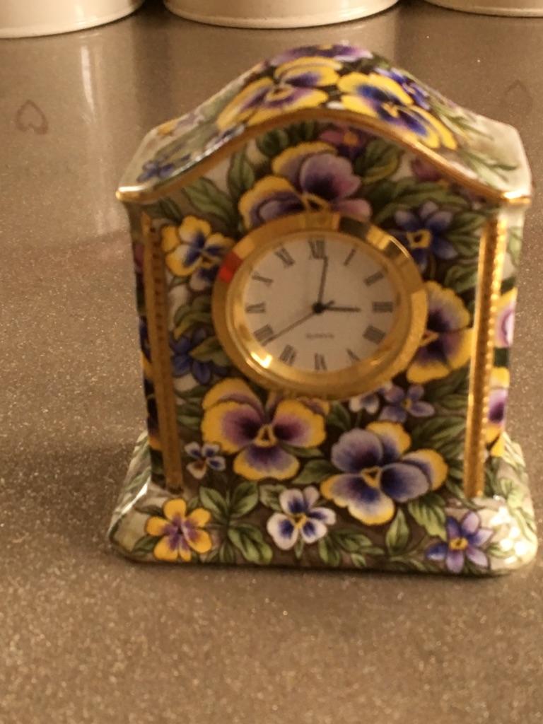 Mini mantel clock