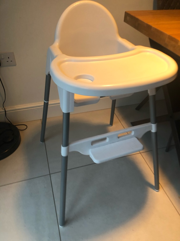 Cuggl Pickle Plastic Frame 2 Tray Postitions Highchair - White