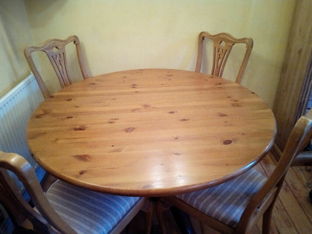 Solid pine table & 4 dining chairs