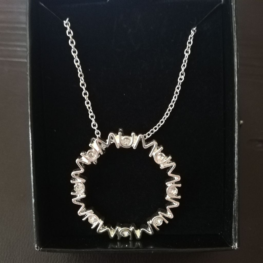 Silver mums necklace