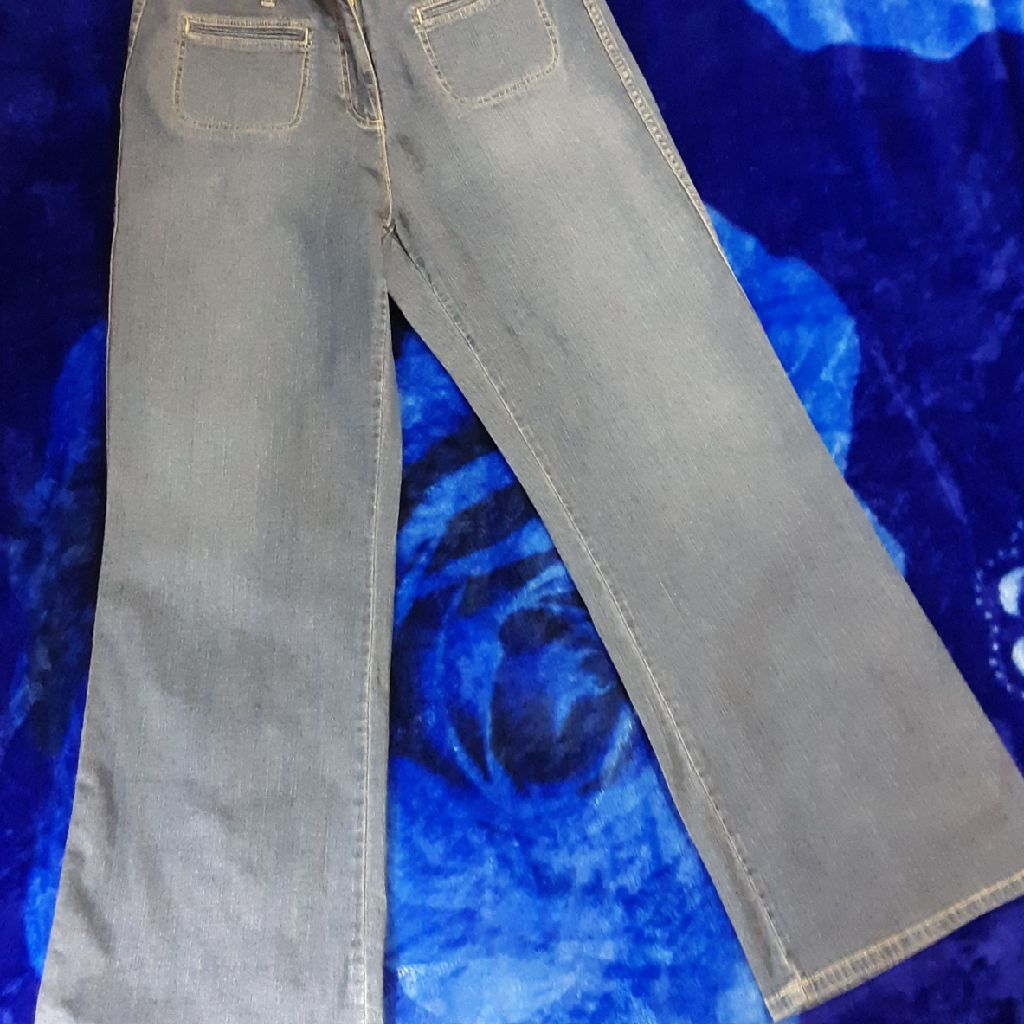 Westport ladies low rise blue jeans, size 14, bell bottom denim. PayPal accepted, will ship.
