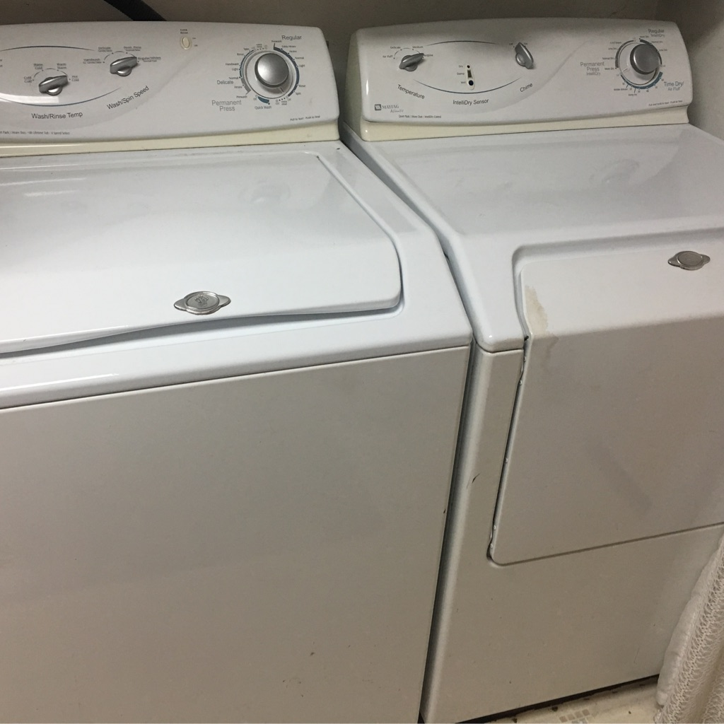 Maytag washer/ gas dryer set