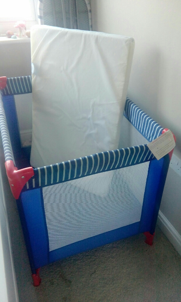 Travel cot or playpen