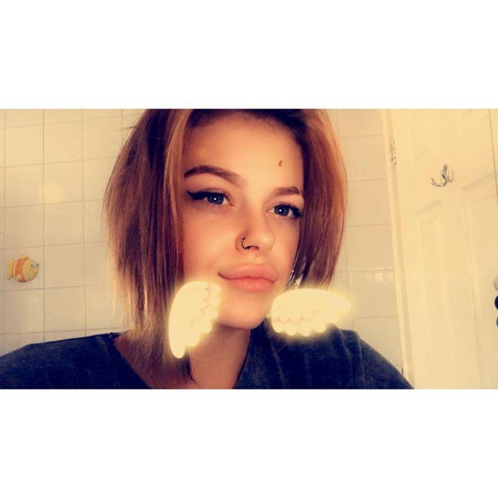Chloe E.