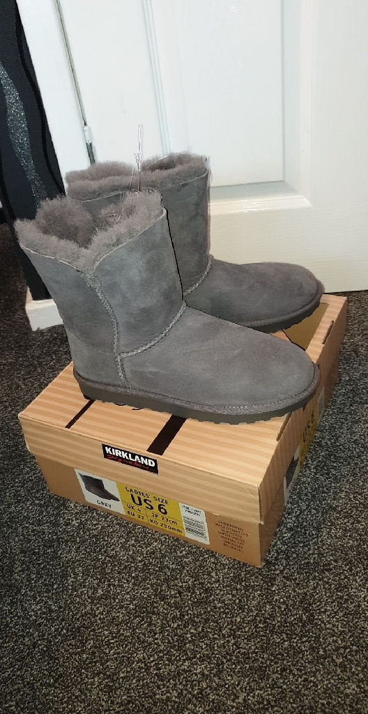 Grey shearling boots size 4