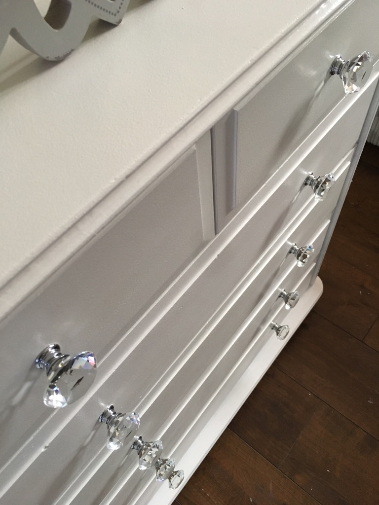 Satin white chest of drawers