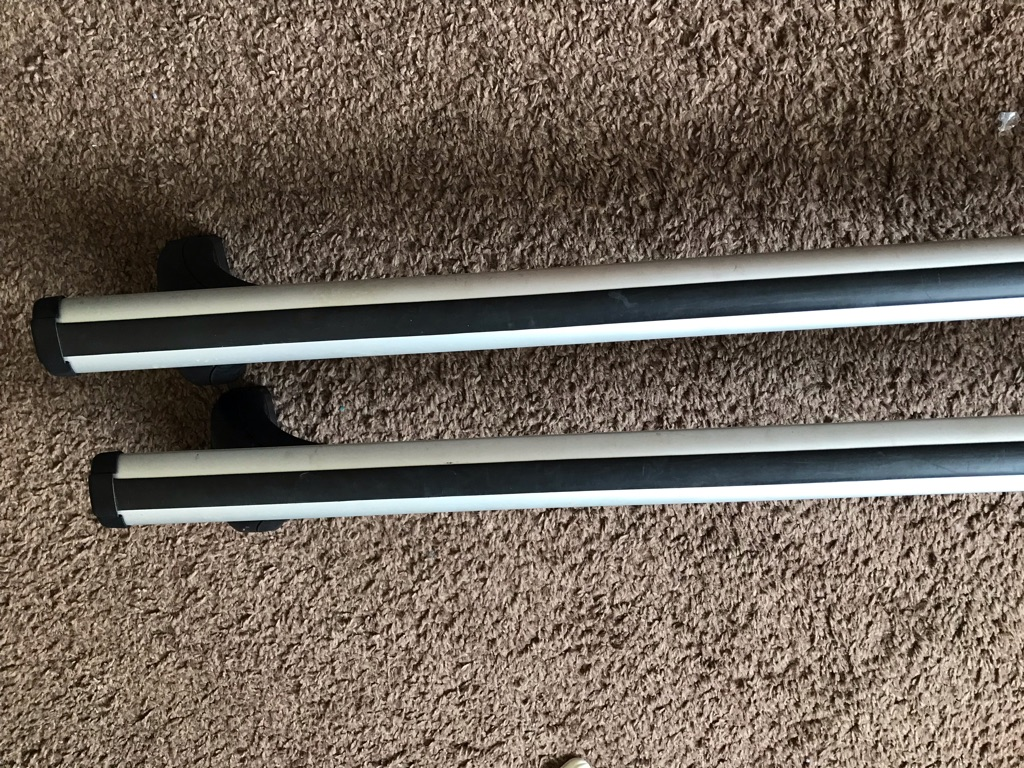 Exodus roof bars with foot pack and key locks box