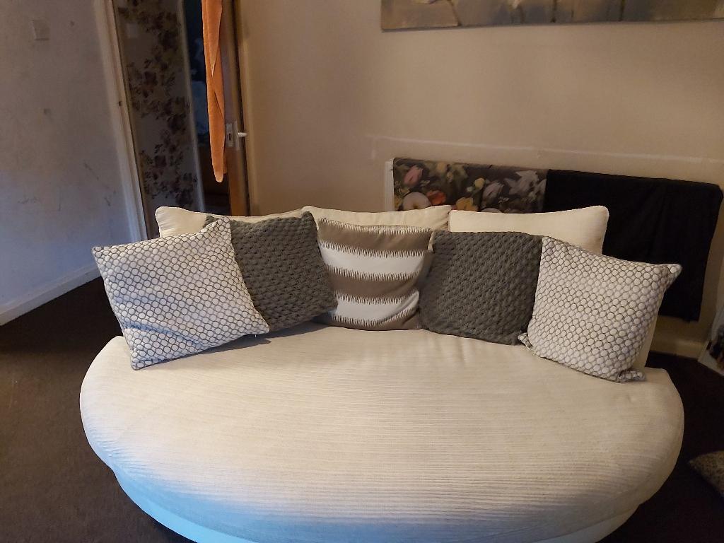 Quantum cuddle chair/sofa