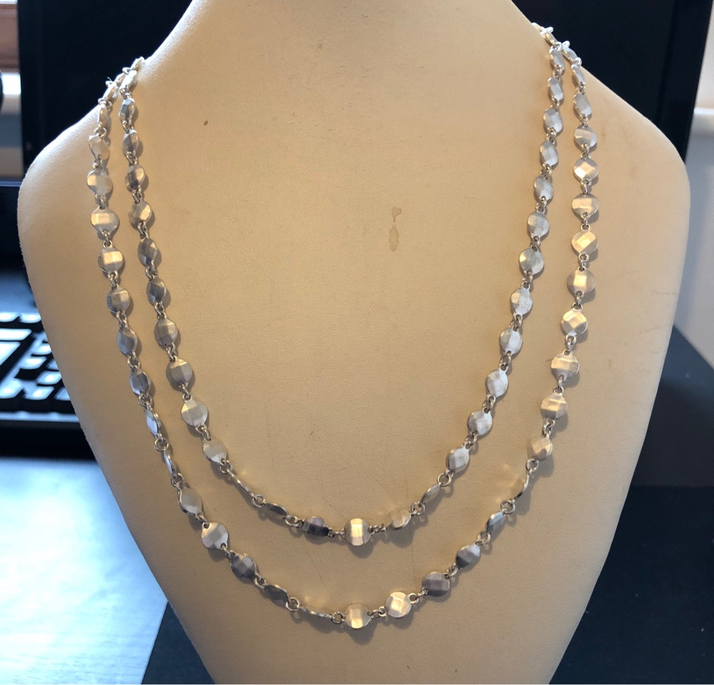 SILVER EFFECT COSTUME JEWELLERY NECKLACE