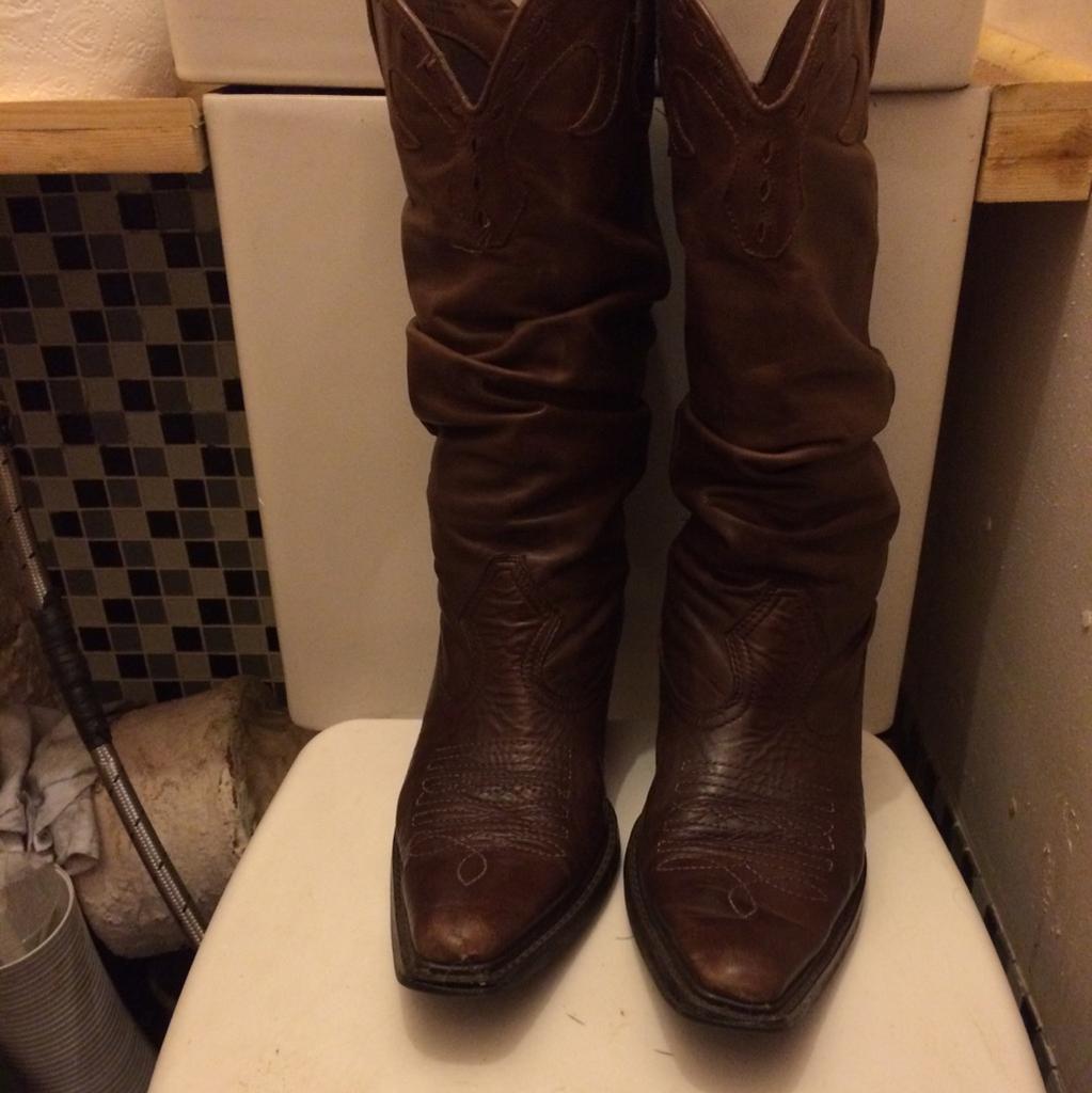 Cowboy boots size 6
