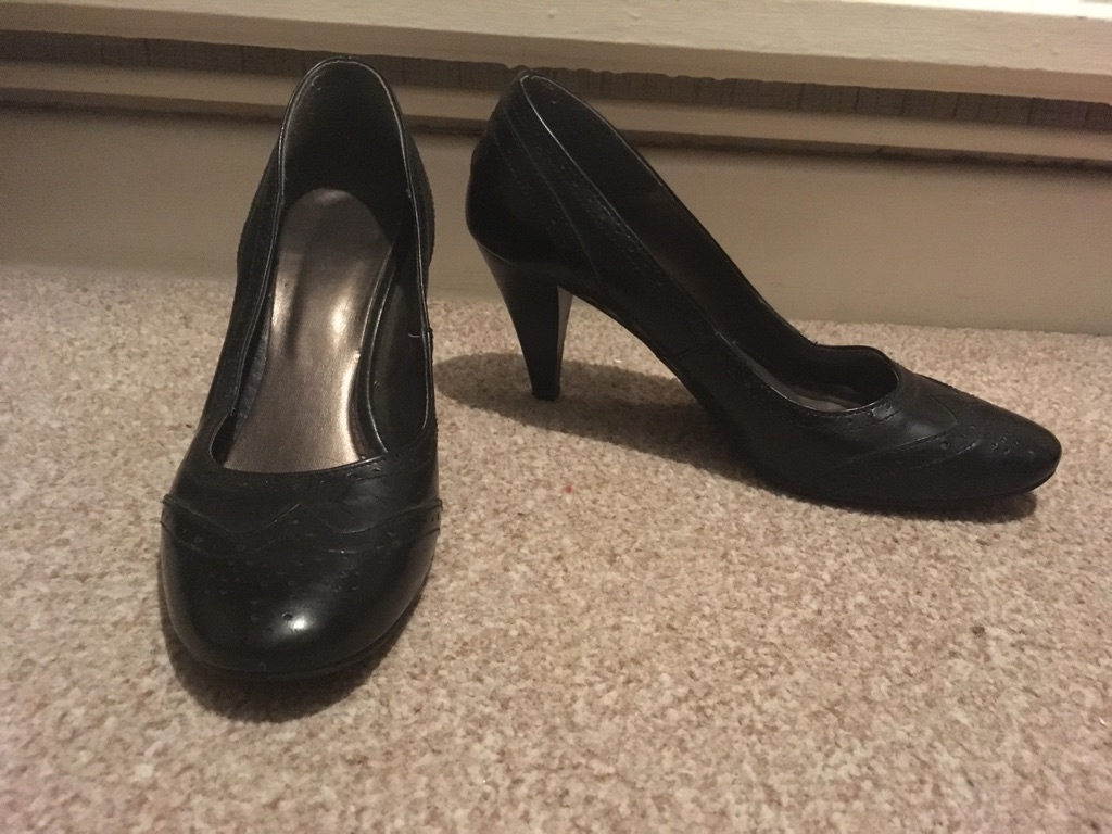 Black court shoes £10