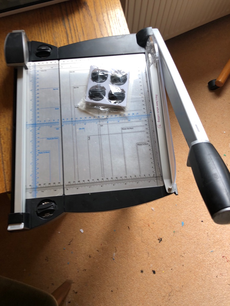 Two in one paper trimmer / Guillotine