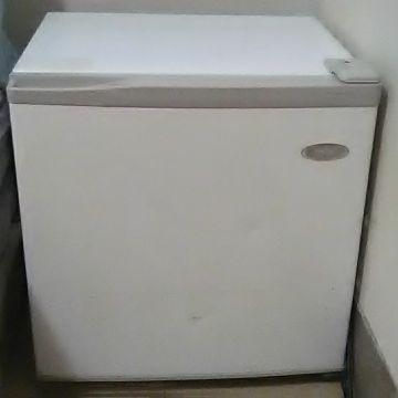 Hairr  mini fridge