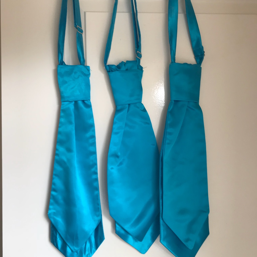 SET OF 3 TURQUOISE CRAVATS USED ONCE