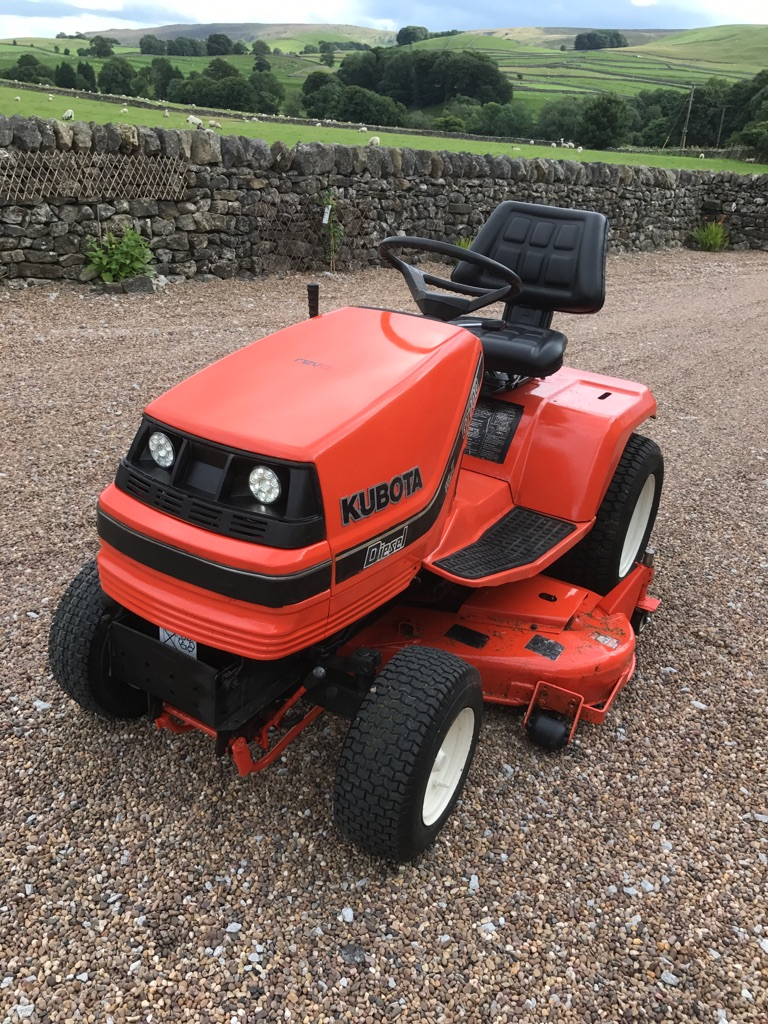 Kubota g1700 ride on mower