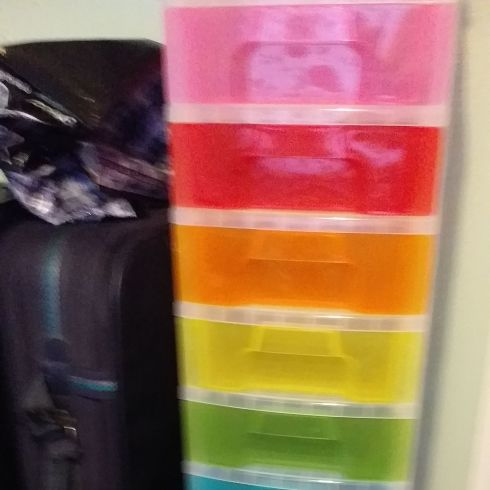 Nice 8 boxs all different colours