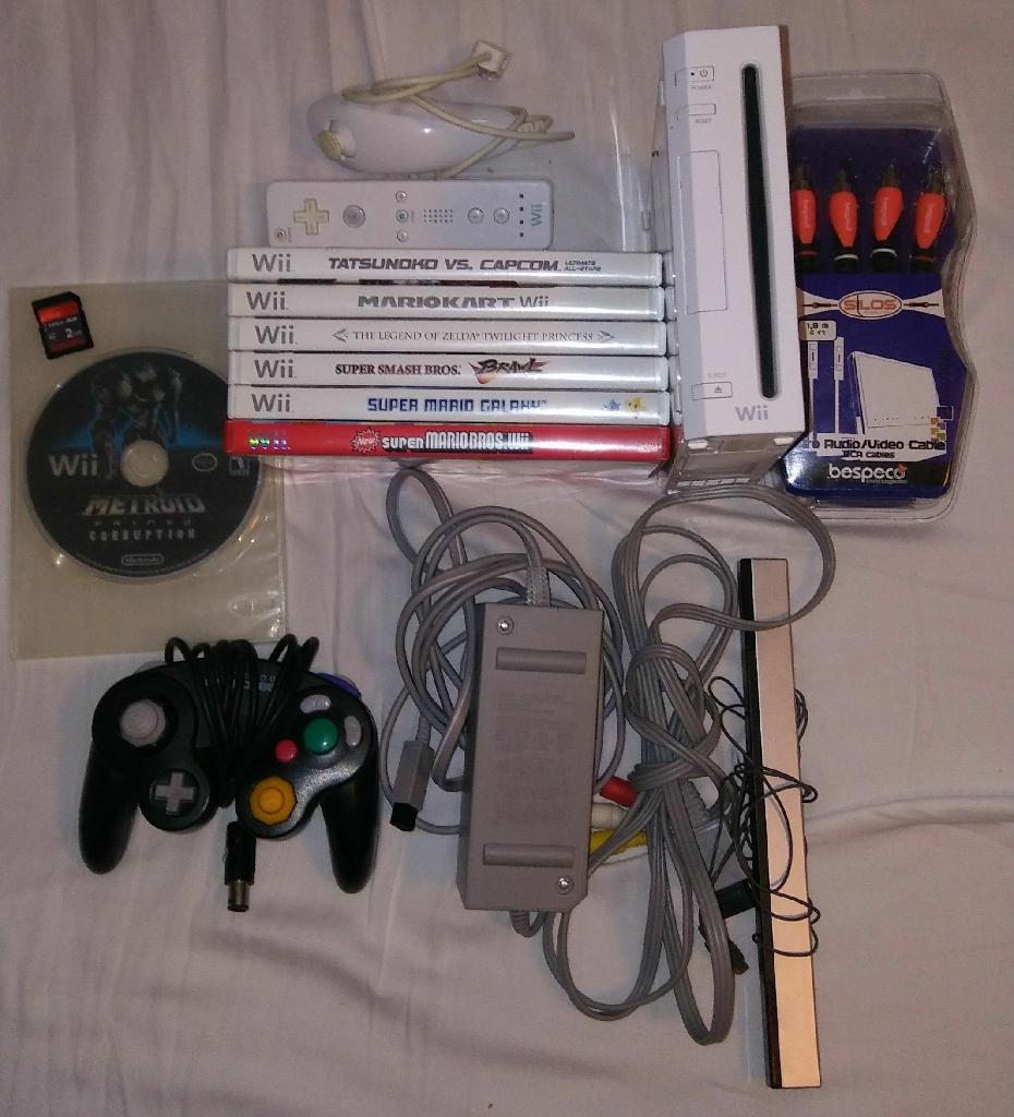 Nintendo Wii + 7 top games + accessories