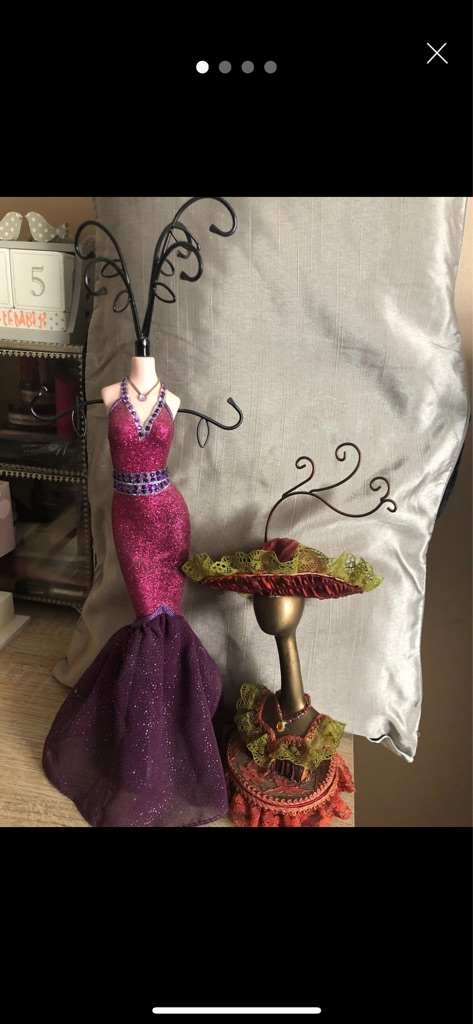 Mannequin Jewellery Holders (x2) + free gift