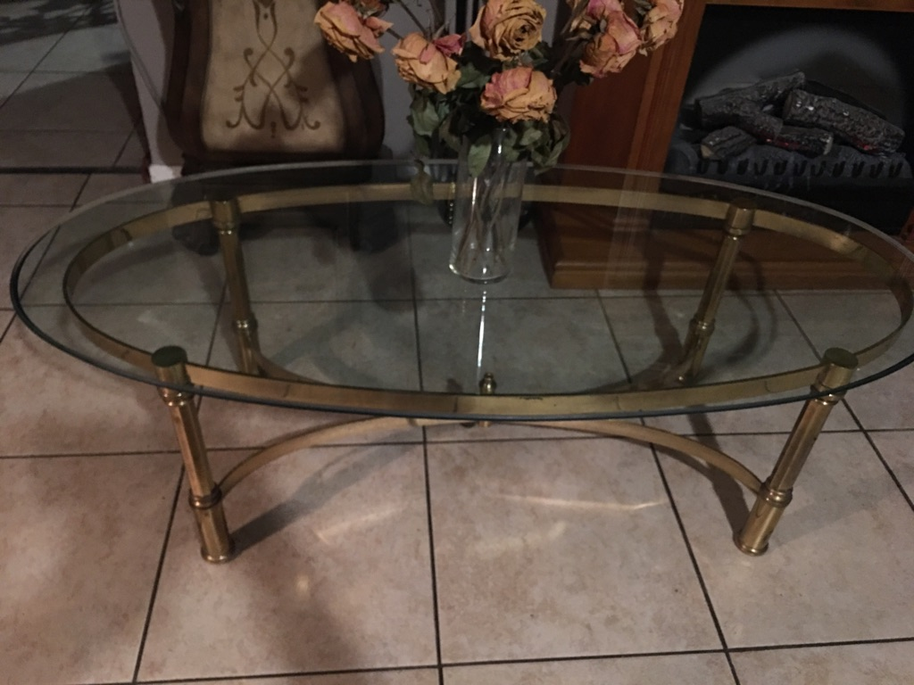 Beautiful vintage oval coffee table