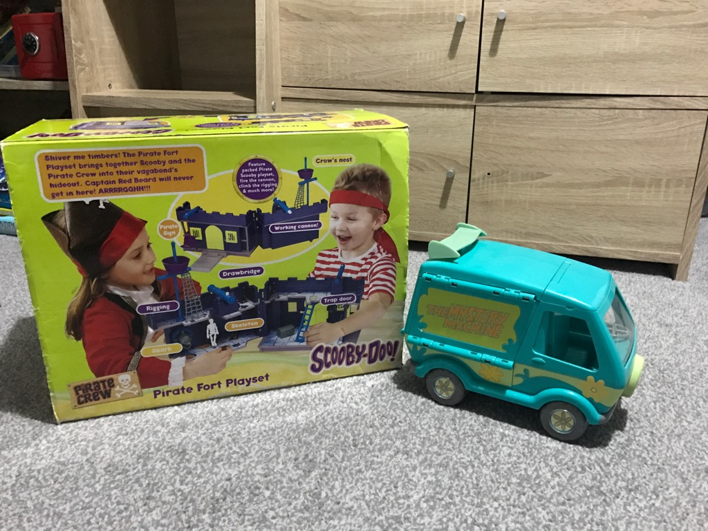 Scooby-Doo Fort and Mystery Machine